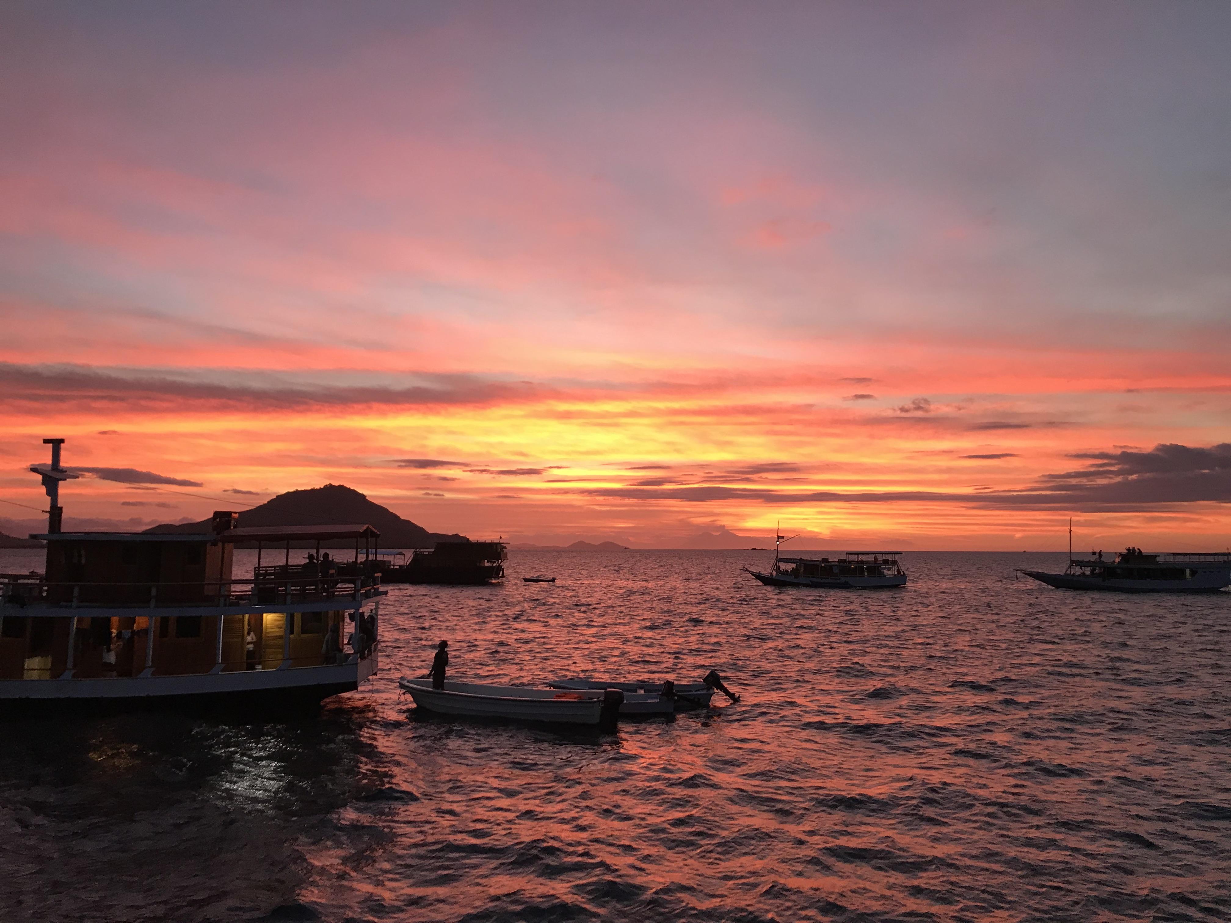 sunset+komodo.JPG